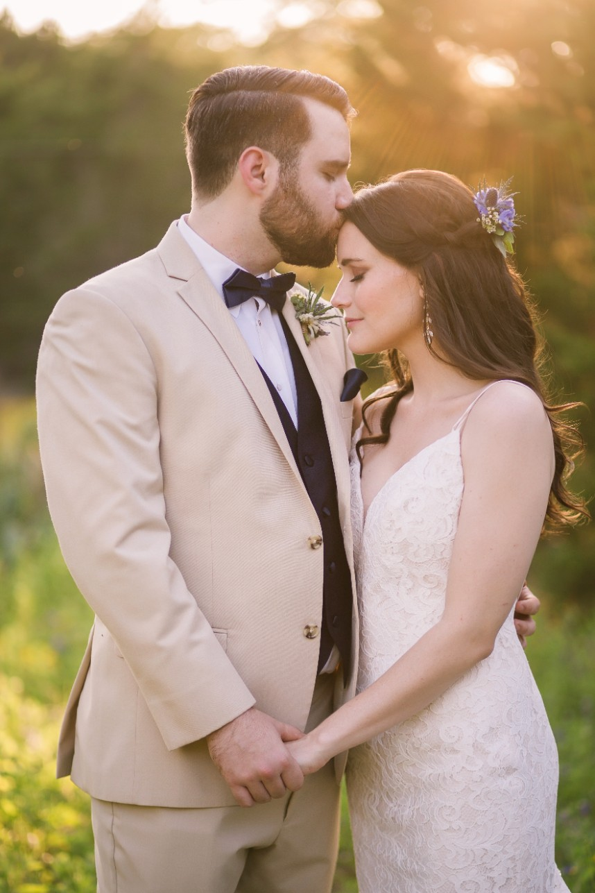 Alyson Engel Weds Trenton Blanchette Charming Earthy Austin Wedding Captured by The Bird and The Bear