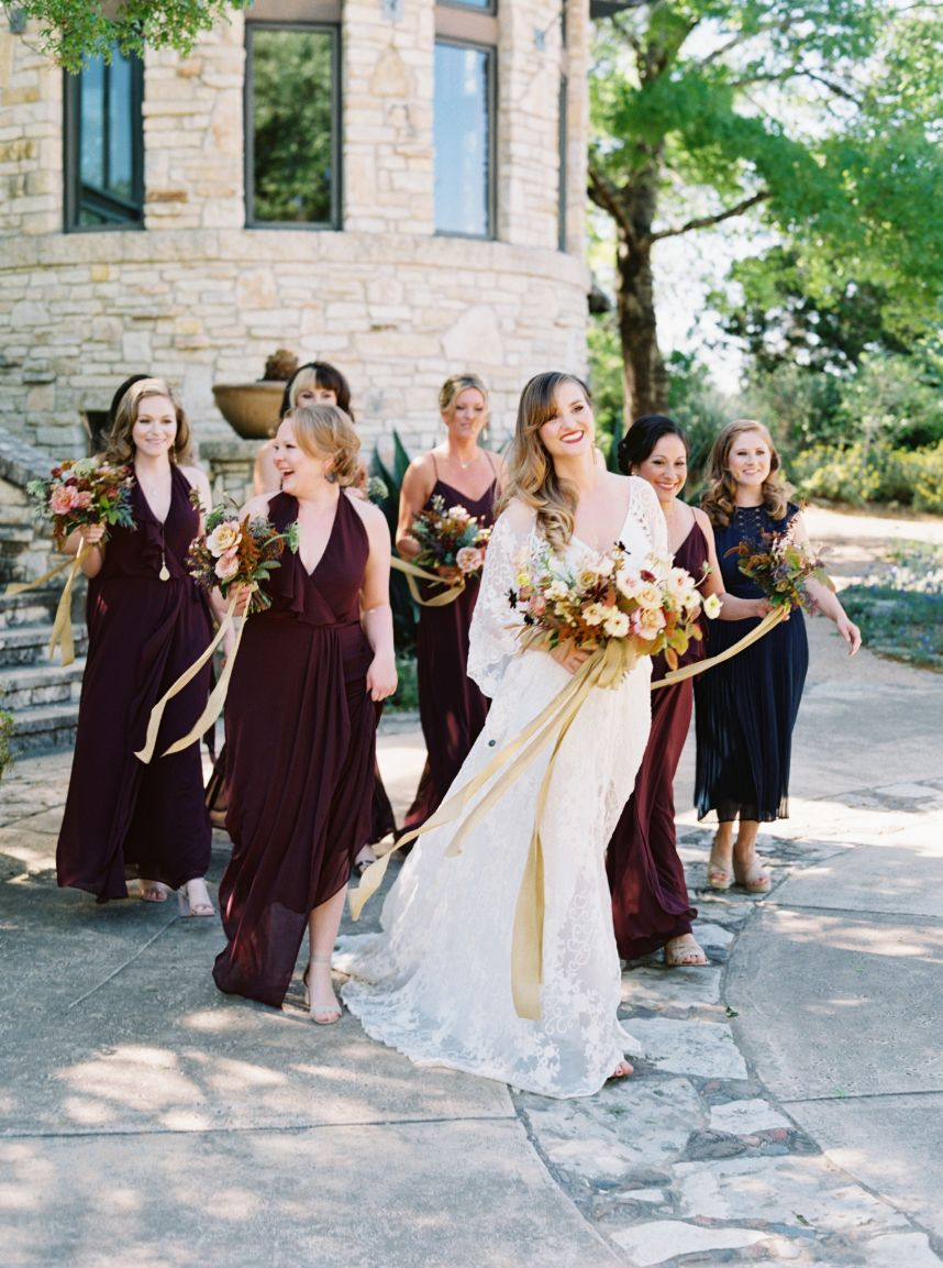 how to help friends with wedding tasks